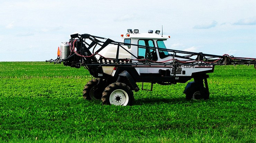 """People-oriented, calling for a """"humanization"""" of agricultural machinery industry development"""